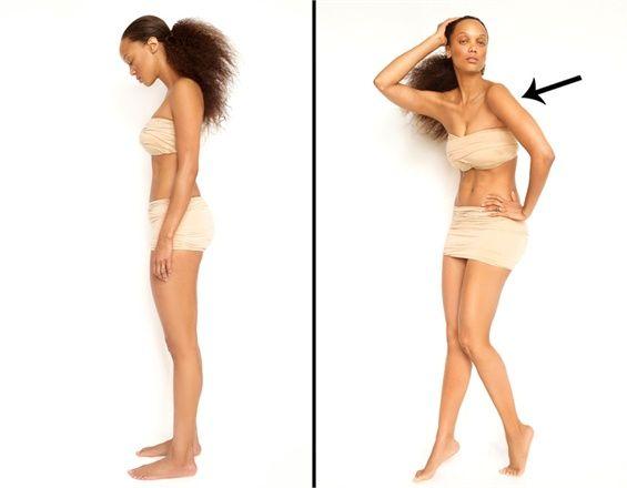 I trucchi di Tyra Banks per celare i difetti di fronte a una macchina fotografica.   Focus sulle spalle = Fianchi stretti. Girate il corpo di lato e mettete le spalle di fronte all'obiettivo della macchina fotografica. L'enfasi sulle spalle renderà i fianchi più magri.