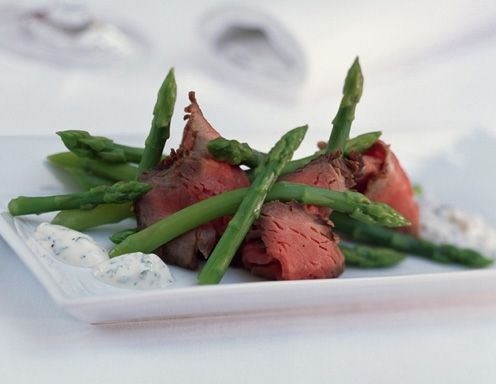 Rosa Limousin-Rücken mit Wildspargel und Sauce Tatar - Rezept - ichkoche.at