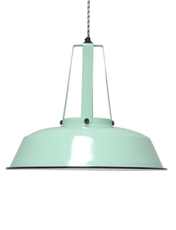 Trend Die bunten H ngeleuchten im Industriestil aus lackierten Metall gibt es in drei verschiedenen Farben HKLIVING