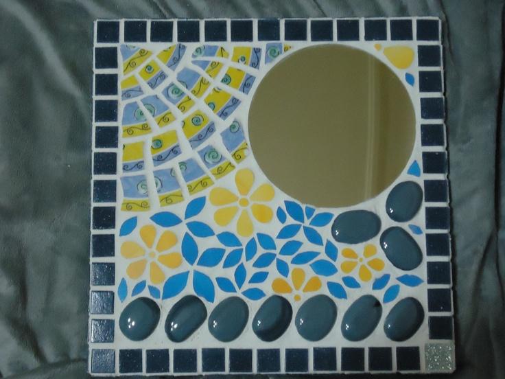 Mosaic - Pique assiette et fleurs bleues et jaunes