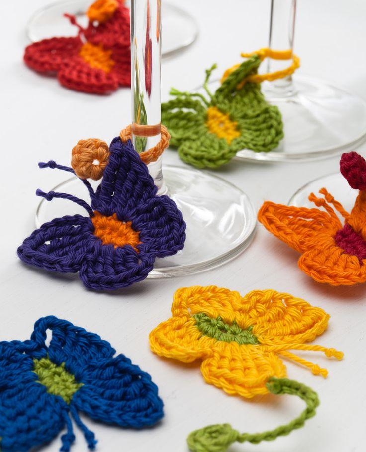 Kleurrijke vlinders haken, patroon uit kleurrijke hebbedingetjes haken