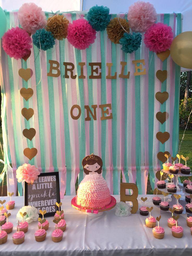 DIY cute first birthday backdrop