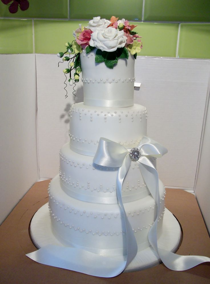 17 best images about trudy scrumptious cakes on pinterest for Simple wedding cake flowers