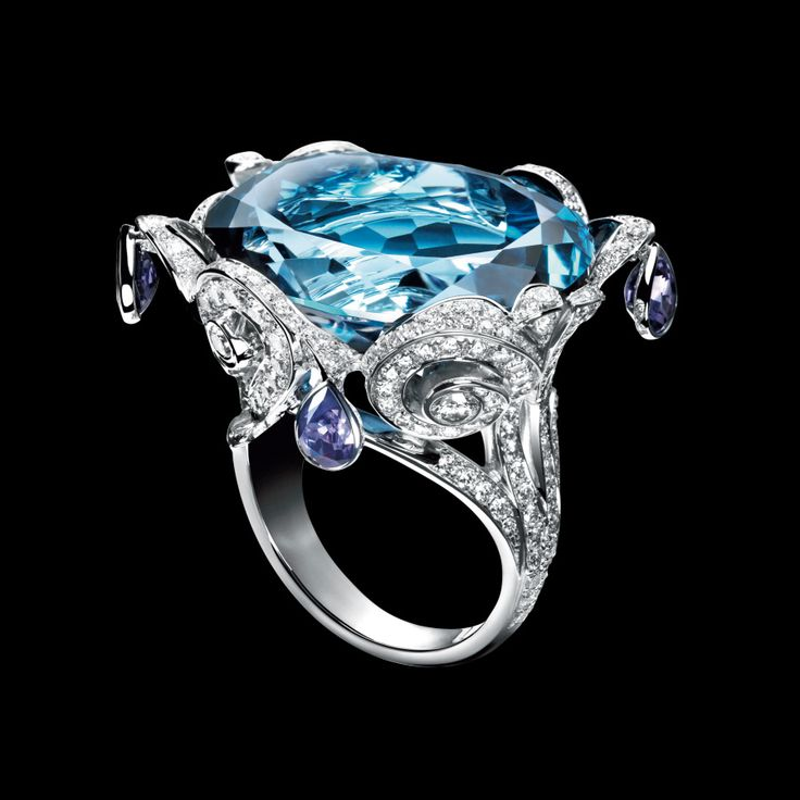 Anillo oro blanco 18k diamante topacio - PIAGET Joyas y Alta Joyería   Limelight embroidery motif ring in 18K white gold, set with one brilliant-cut blue topaz