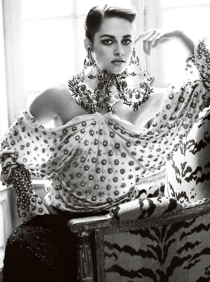 Love this shot of Kristen Stewart by Mario Testino for Vanity Fair (July 2012)!