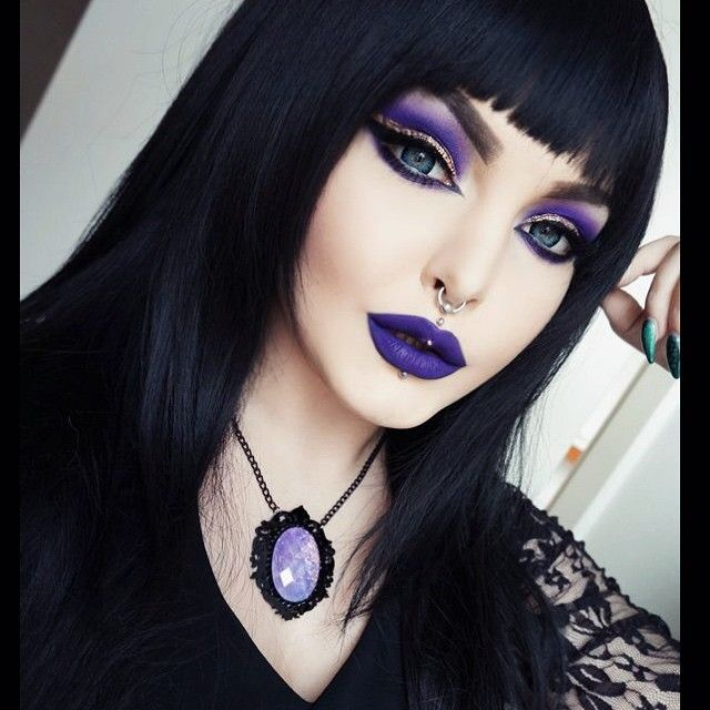 Feeling witchy!  Eyeshadow from @lunatick_cosmetic_labs Zombie Defense palette, glitter is Rich & Famous by @litcosmetics , falsies from @ohmylashx , contouring from @thekatvond , lipstick is Bellatrix by @lasplashcosmetics  Wig from @geishawigs , contacs from @geolenses and necklace from @dahliaderanged