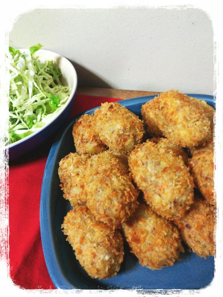 Yumi103's dish photo 手作りコロッケで晩御飯 | http://snapdish.co #SnapDish #晩ご飯 #サラダ #揚げ物