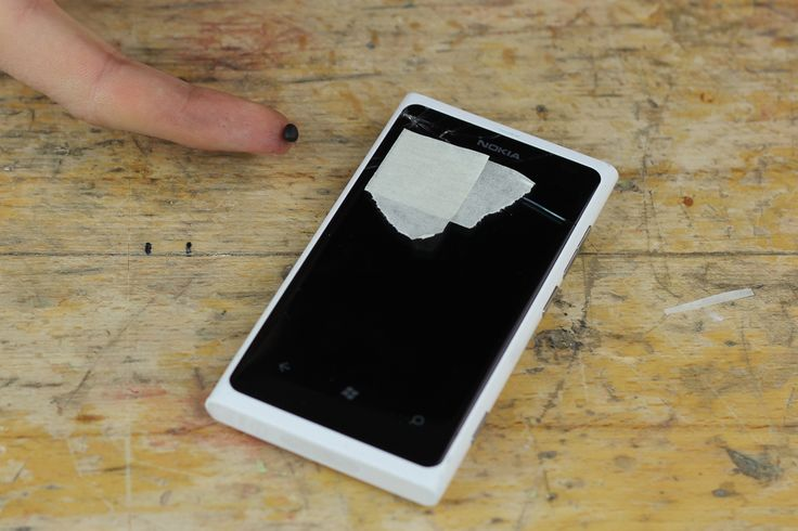 How to fix a cracked phone screen with sugru
