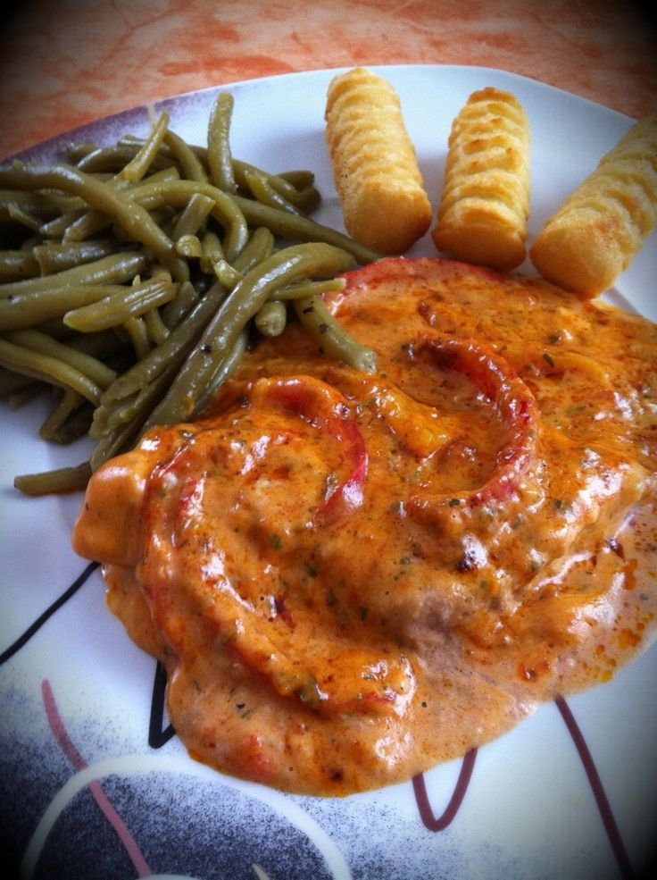 Paprika-Rahm Schnitzel in German or Pork Escalope with Bell Pepper Cream Sauce in English, is one of hubby and I's favorite. Just like our Mama Sitas mix, here, they also have finish mix from Knorr or Maggi.