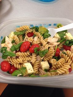 21 Day Fix! Spinach, tomatoes, mozzarella, chicken, whole wheat pasta, dressing