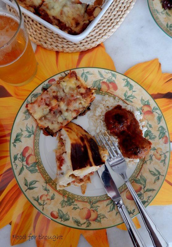 Μελιτζάνες με τυριά στο φούρνο. Σουφλέ με πράσο και μετσοβόνε. Κεφτεδάκια με κόκκινη σάλτσα και ρύζι. Οι συνταγές στο αρχείο του μπλογκ.  http://laxtaristessyntages.blogspot.gr/