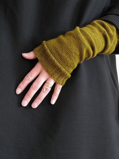 17 Best images about knit gloves and mitts on Pinterest Free pattern, Ravel...