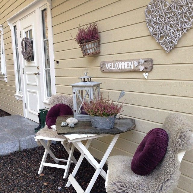 #Hauseingng #Laterne #Welcome #Calluna #Heide #Herbst #Autumn #Fall #Deco #Landhaus #Shabby #Rustic Copyright by @frublom2 // Instagram