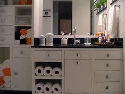Resultado de imagem para armarios de banheiro com rodinhas