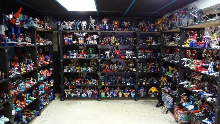 Transformers Collection Display. Just imagine stumbling upon this. It's like someone has their own personal Hasbro shop in their own home.  #SonGokuKakarot