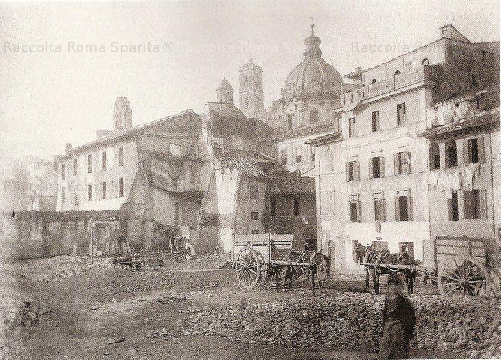 Foto storiche di Roma - Foro Romano. Demolizioni in corso tra il Foro e l'antica Via Salara ove erano i magazzini pontifici del sale. Anno: 1880/1885