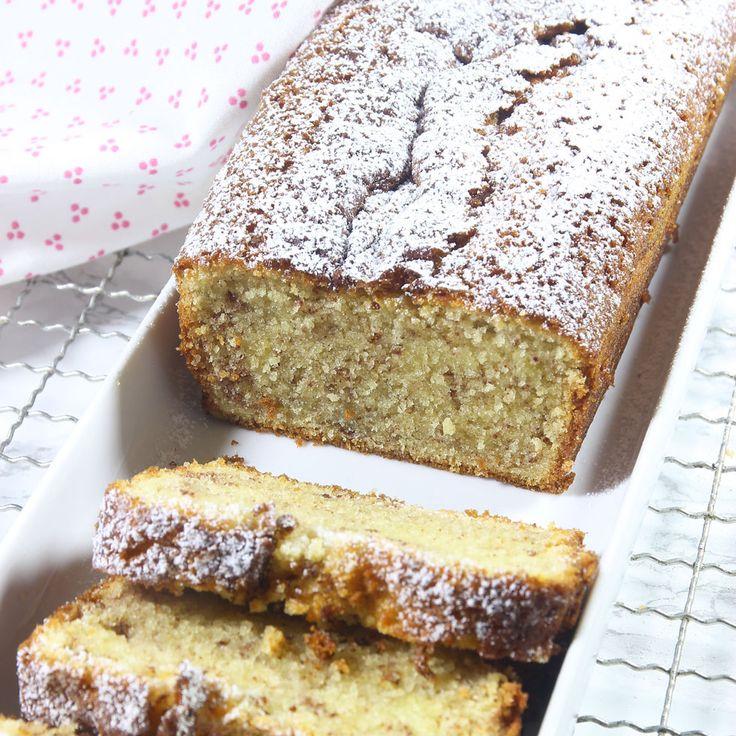 Kanelbullesockerkaka – en supersaftig sockerkaka med smak av kanelbulle. Smeten varvas med en socker- och kanelblandning som ger en superläcker, god smak!