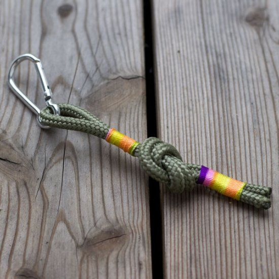 For a colorful and cool keychain follow this easy tutorial.
