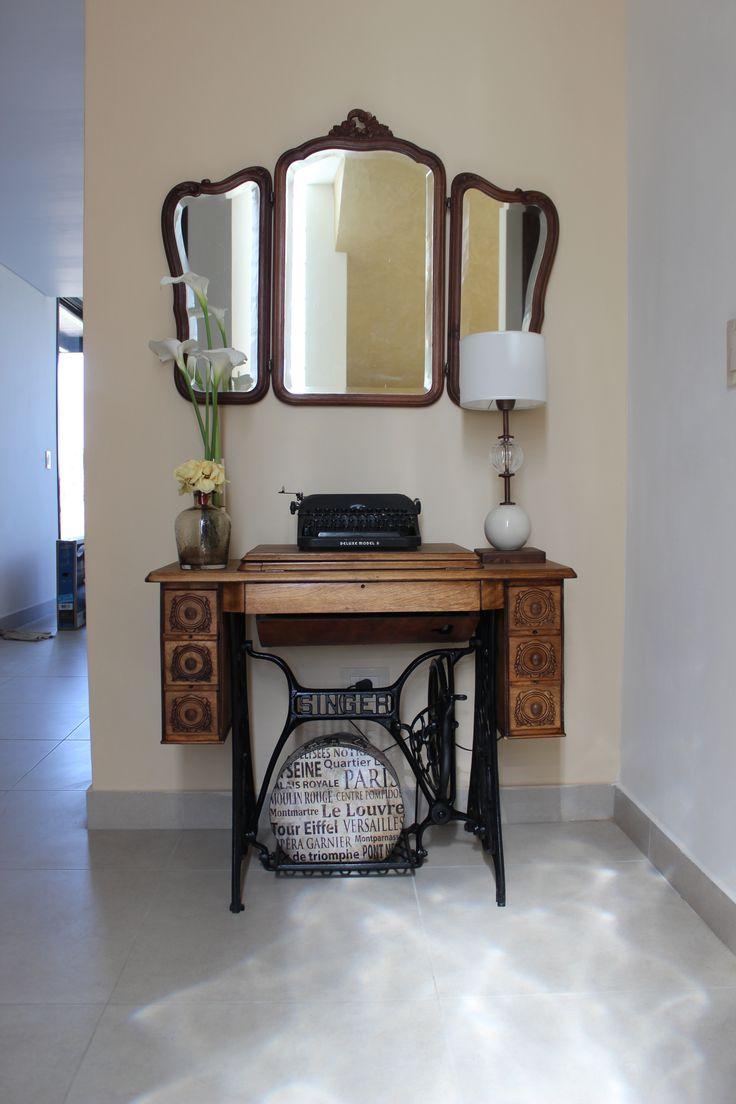 Maquina De Coser Restaurada Maquina De Escribir Antigua