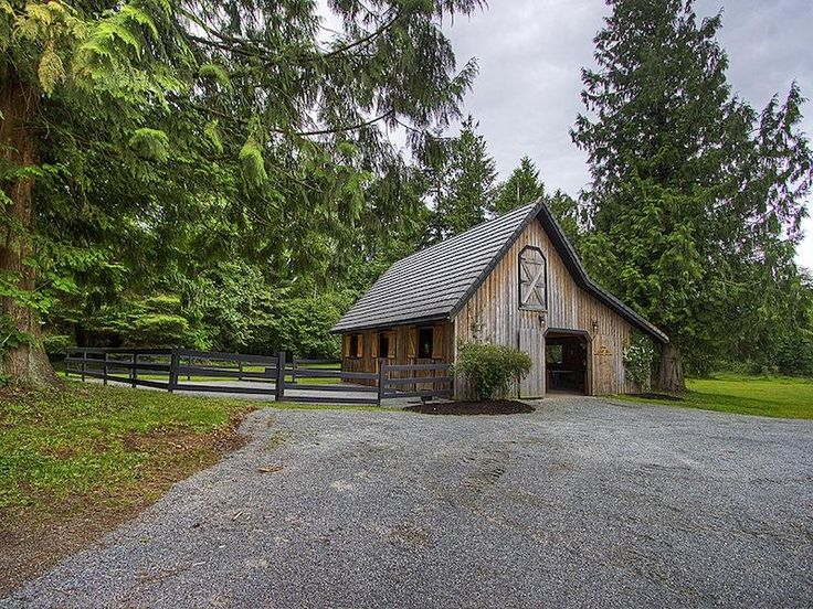 I absolutely LOVE this small barn. Some horse folks are in love with the idea of the big barn with staff caring for their horses and saddling their steed. I love the idea of a more intimate setting. So cozy.