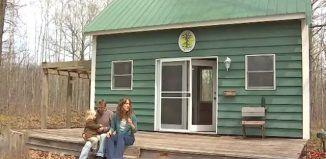 Első ránézésre nem hiszed el, hogy ebben a kis házikóban egy 5 tagú család él!