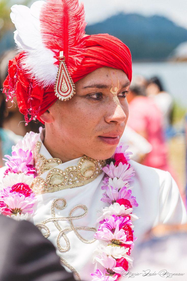 Indian wedding, groom, nose ring, bindi married, hare krishna, colombia, couple, portrait, photography, flowers, bouquet, mariée, bouquet, fleurs, white, inspiration, mariage, wedding, photographer, Montreal