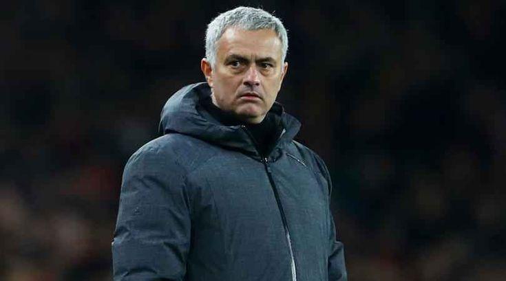 """I tifosi chiedono la testa di Mourinho La domanda se la stanno ponendo tutti: Josè Mourinho è ancora lo Special One? E' ancora quell'allenatore in grado di cambiare le sorti di una squadra, di portarla a vincere trofei su trofei?  La risposta sembrerebbe essere """"no"""". E non solo per la bruciante eliminazione di ieri sera ad opera del  #mourinho #manchesterutd"""