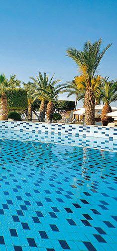 Wie wäre es mit einem Zypern Urlaub? Hier entspannt am Pool liegen..das wäre doch ein Traum