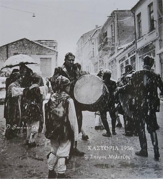 Κλεισουριώτες ορισμένοι εκ των οποίων ντυμένοι Αργκουτσιάρια στα Ραγκουτσάρια της Καστοριάς το 1956 φωτογραφημένοι από τον σπουδαίο Σπύρο Μελετζή στην Καστοριά.
