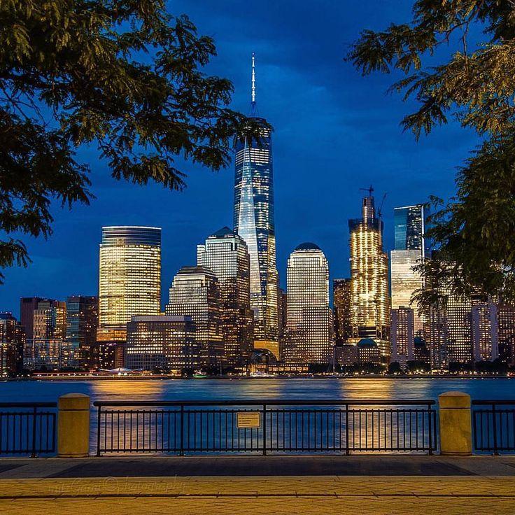 Downtown Manhattan by @mitzgami #newyorkcityfeelings #nyc #newyork