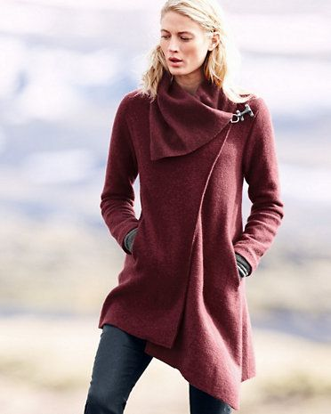 Our supersoft lightweight boiled wool coat is destined to become your new fall go-to. Pair it with a cashmere hat and gloves, and tall leather boots for the perfect fall outfit from head to toe.