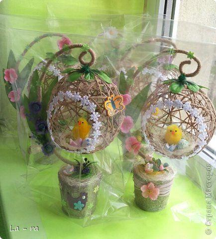 Подготовка к Пасхе в продолжение моих работ: http://stranamasterov.ru/node/752663. Делала заказ, поэтому топиарчики такие похожие. Материал шпагат, искусственные цветы, декоративные элементы. Приятного просмотра))) фото 5