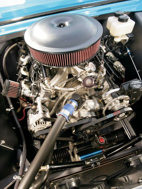 Skinning the cat another way: a sleeved LS2 block and a Lunati rotating assembly yield a 427ci displacement, as fed by a Holley EFI system. Ugly-stick engine manufactures a beautiful 620 hp at 6,300 rpm, and 579 ft-lb of torque at 5,300 rpm.