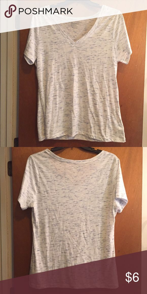 Blue and White Tee Old Navy Vintage fit, very comfortable! Old Navy Tops Tees - Short Sleeve