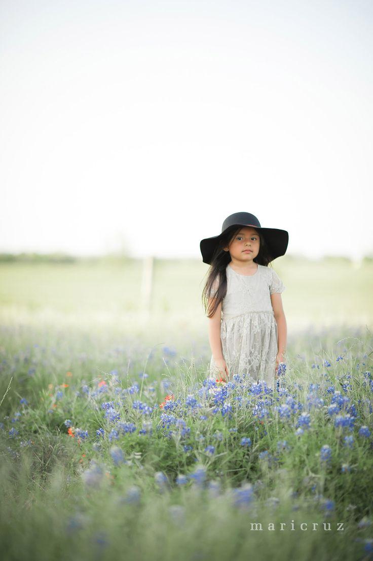 The pin junkie how to make paper bluebonnets - My Own Houston Tx Child Photographer Bluebonnet Session Bluebonnets