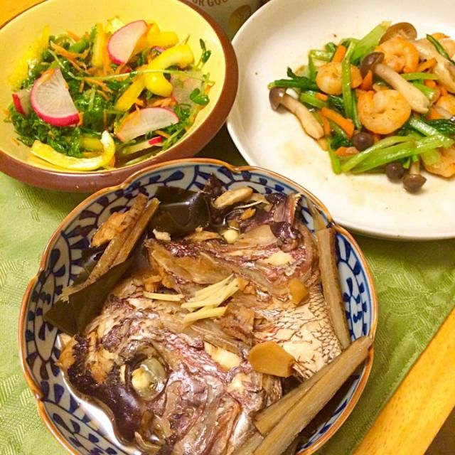 出汁は取らずに、出汁取り切った昆布入れたら、甘くなった。 小松菜と海老オイスター炒め。 わさび菜、サラダ大根、アロマ人参、パプリカ、豆苗、紫蘇のサラダ。 - 14件のもぐもぐ - 刺身買うつもりが、頭に魅せられ、鯛あら煮、初調理。 by hiromange