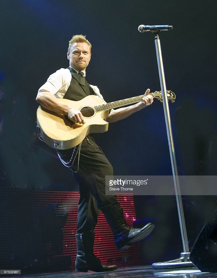 ronan-keating-performs-on-stage-at-national-indoor-arena-on-march-5-picture-id97532987 (800×1024)