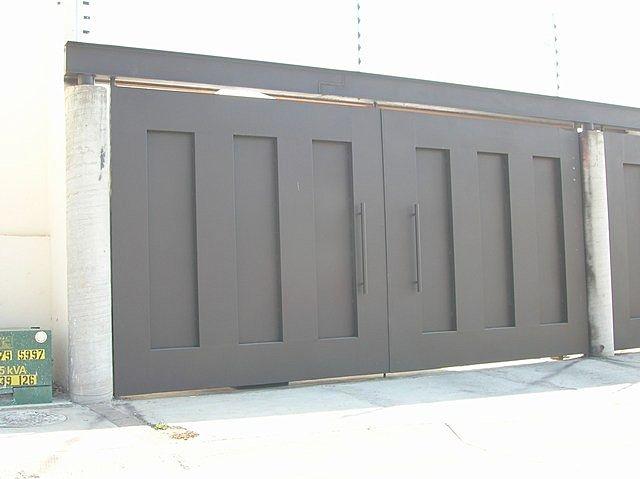 13 best images about puertas de hierro on pinterest for Disenos de puertas de metal