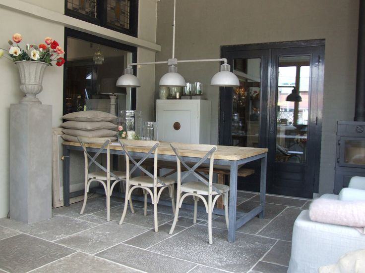 Fresco lime paint from Pure & Original in the color Silver Like. Cred De Potstal