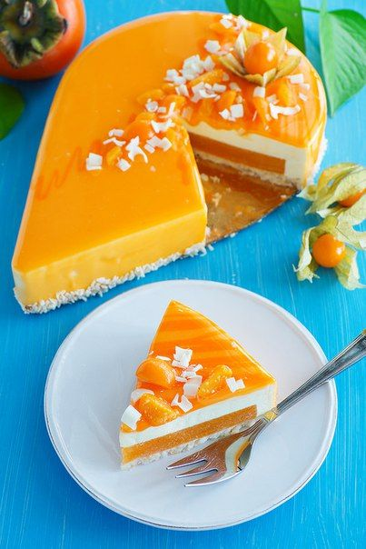 Cake with persimmon and Bavarian mousse