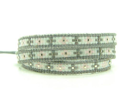 Beaded grijs leer Wrap armband met roze Delica Triple Wrap, zuidwestelijke stijl Wrap armband, westerse Wrap armband, gerolde armband
