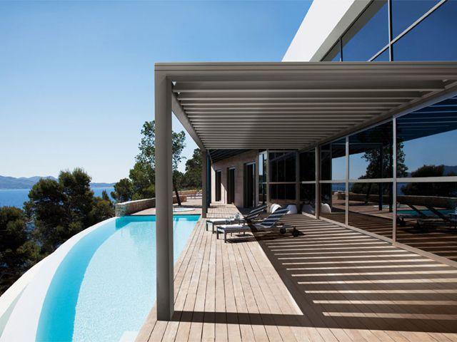 Vous souhaitez moderniser votre terrasse, la rendre confortable et design ? La Toiture BSO & Pergola alu Wallis & Outdoor® Profils Systèmes est faite pour vous. Elégante et bioclimatique, cette ... #maisonAPart