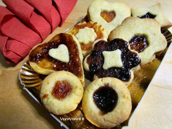 SHORTCRUST PASTRY BISCUIT filled with JAM - Biscotti frolla ripieni di confettura #christmas #natale #shortcrust #frolla #biscotti #biscuits #cookie #recipe #ricetta #marmellata #confettura #jam #marmalade #VeroVero88