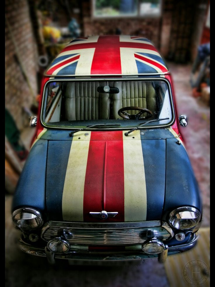WOW! What a beautiful picture, Love the patina on the Mini.