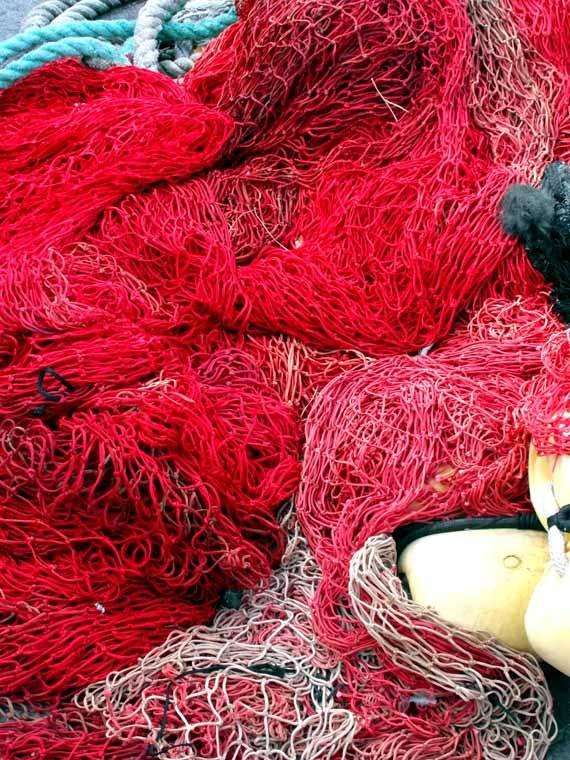 paysages marins français filet de pêche rouge par CoinBleu sur Etsy, $20.00