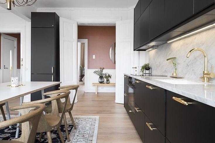 Ett vackert kök i svart -