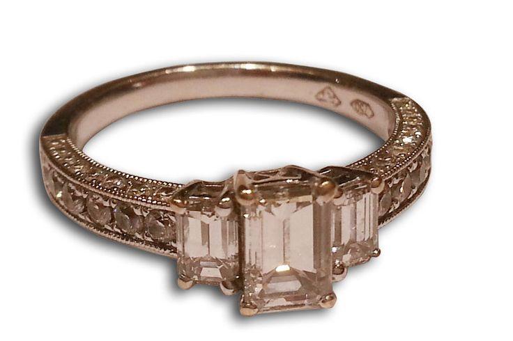 18KT WHITE GOLD DIAMOND BAGUETTE RING.