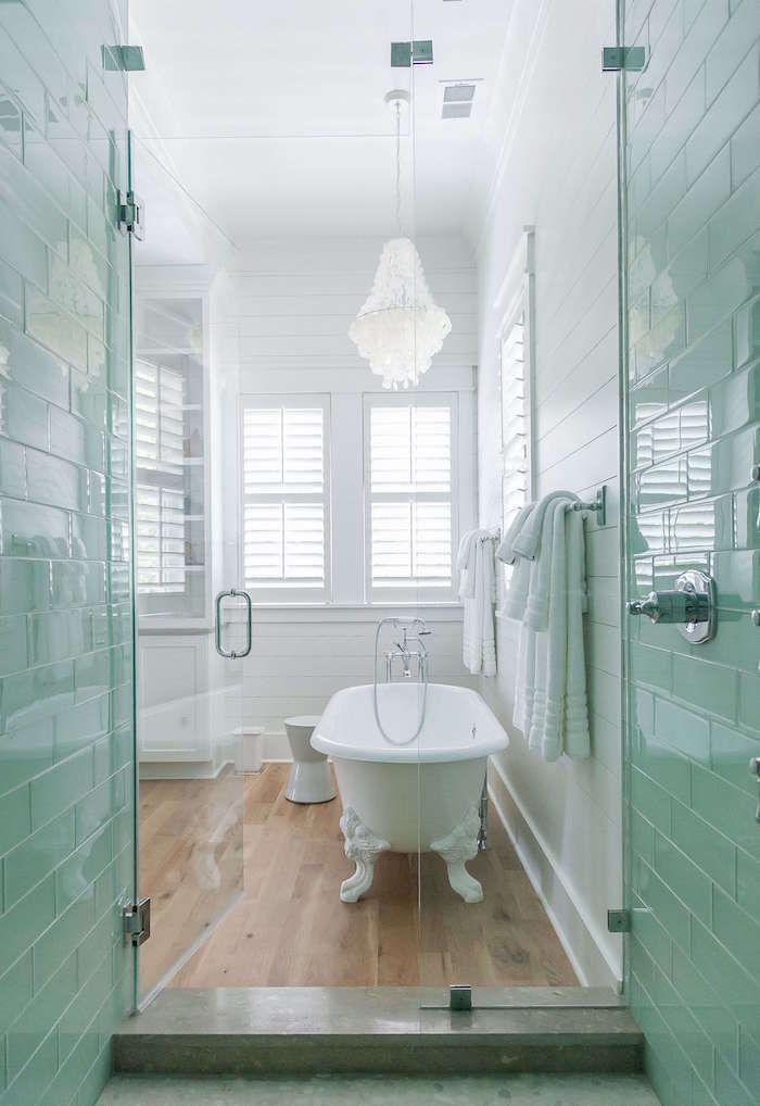 Salle de bain scandinave – la douche chaude venue du froid   Salle ...