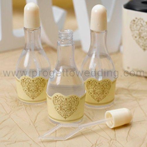 Bolle di sapone in bottiglietta di champagne con tappo avorio ed etichetta con cuore oro.  www.progettowedding.com