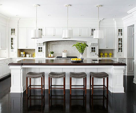 You can't go wrong with white cabinetry. It looks super elegant in this modern kitchen!